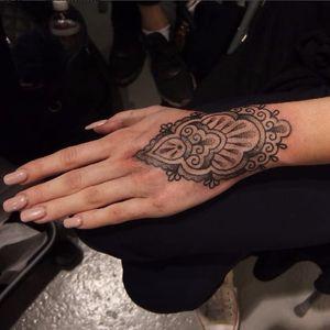 Ornamental tattoo by Antti Kuurne #AnttiKuurne #ornamental #ethnic #dotwork #dotshade #pattern #mehndi