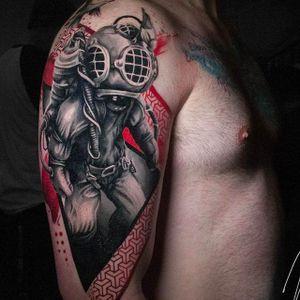 Submariner geometric tattoo by Michael Cloutier @cloutiermichael #Michaelcloutier #blackandgray #blackandgrey #blackandred #black #red #trashpolka #realism #geometric #submariner