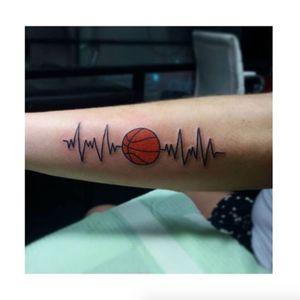Basketball pulse. (via IG - _anast13) #Basketball #BasketballTattoo #BasketballTattoos #NBA
