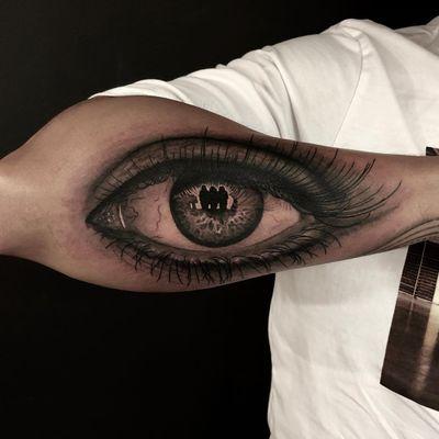 Realistic eye tattoo by Rocky Burley #RockyBurley #besttattoos #realism #realistic #hyperrealism #eye #anatomy #body #eyelashes #reflection #iris #crazy #surreal #tattoooftheday