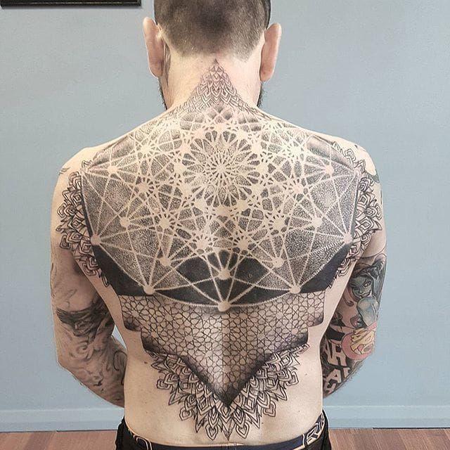 Back Tattoo by Eloise Entraigues #linework #blacklinework #contemporary #illustrative #EloiseEntraigues