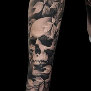 Skull by Bacanu Bogdan #BacanuBogdan #blackandgrey #realism #skull #tattoooftheday