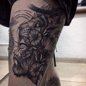 Tattoo por Wesley Maik! #WesleyMaik #Tatuadoresbrasileiros #tatuadoresdobrasil #tattoobr #tattoodobr #SãoPaulo #blackwork #lion #leão #man #homem #beard