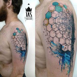 Hexagon Tattoo by Rodrigo Tas #WatercolorTattoos #WatercolorTattoo #WatercolorArtists #Watercolor #Brazil #BrazilianTattooArtists #RodrigoTas #hexagon