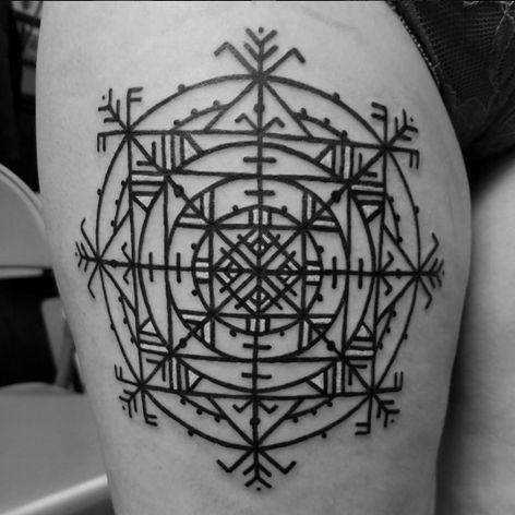 A beautiful Dharma Wheel by Watsun Atkinsun (IG—watsunatkinsun). #blackwork #Dharmachakra #DharmaWheel #WatsunAtkinsun #WheeloftheDharma