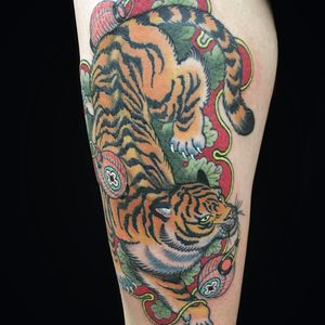 Tiger with lanterns by Wendy Pham #WendyPham #color #japanese #newtraditional #mashup #tiger #junglecat #lantern #leaves #cat #light #tattoooftheday