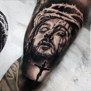 Christ tattoo by Benji Roketlauncha #BenjiRoketlauncha #realistic #blackandgrey #portrait #photorealistic #christ #jesuschrist #religious #cross