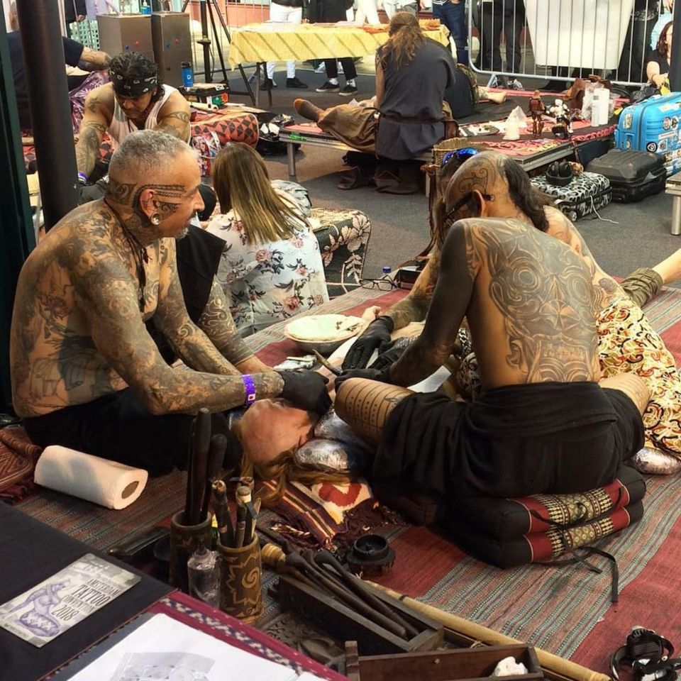 Photo of hand-tappers captured by tattooist Heather Odist (Instagram: heather_odist_tattoo) #HandPoke #HandTap #HandTappedTattoo #LondonTattooConvention