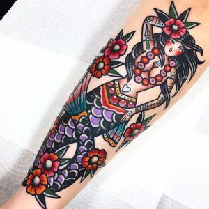 Tattooed Mermaid by Dani Queipo #DaniQueipo #color #newtraditional #mermaid #lady #oceanlife #flowers #leaves #tattoos #tattooedlady #fin #scales #anchor #dagger #spiderweb #heart #cute #tattoooftheday