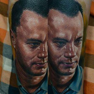 Tommy Hanks by Den Yakovlev. #DenYakovlev #tomhanks #tomhankstattoo