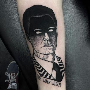 Twin Peaks tattoo by Daniel Teixeira #DanielTeixeira #blackwork #blackworktattoo #lineworktattoo #quotetattoo #twinpeakstattoo #DaleCoopertattoo #portraittattoo #darkarttattoo #tvtattoo #tattoooftheday
