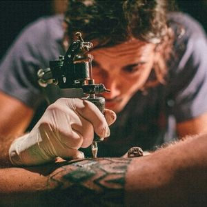 Charly Saconi in action. (Photo by Matias Pisani.) #CharlySaconi #CarlosSconiLerena #buenosaires #argentina #tattooartist #tattoomachine #tattooing
