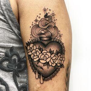 Tattoo by Roberto Euan #RobertoEuan #newtraditional #blackandgrey #illustrative #sacredheart #flowers #roses #leaves #pearls #blood #sparkle #fire