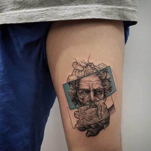 Gorgeous tattoo by Drag On #drag_on #dragtattoo #newyork #west4tattoo #ancientgreece #beardedman