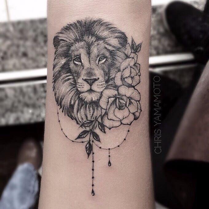 Leão por Chris Yamamoto! #ChrisYamamoto #TatudoresBrasileiros #TatuadoresdoBrasil #Tattoobr #TattoodoBr #lion #leão #delicate #delicada #fineline #linhafina #traçofino