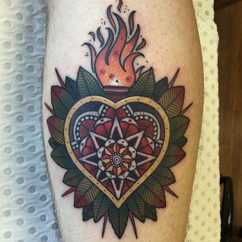 An ornate Sacred Heart by Drew Shallis (IG—drewshallis). #DrewShallis #sacredheart #traditional