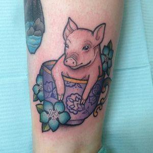 Little piggy in a teacup by Carly Kroll (via IG- @carlykroll) #carlykroll #neotraditional #cute #animal #teacup