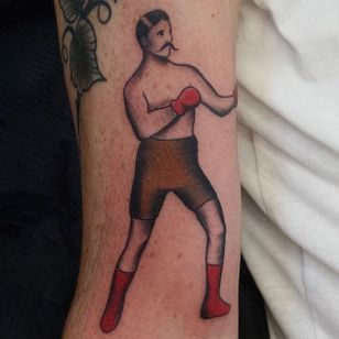 Clean traditional boxer tattoo, by Niky Boni #NikyBoni #traditionaltattoo #boxertattoo #boxer #traditional