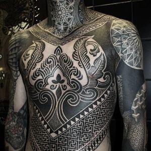 Blackwork by Alexis Calvié #AlexisCalvié #largescale #blackwork #dotwork #pattern #tattoooftheday
