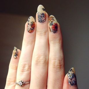 Kirsten Holliday inspired botanical nails by Lady Crappo (via IG-ladycrappo) #nailart #artist #art #botanical #KirstenHolliday #flowers #ladycrappo