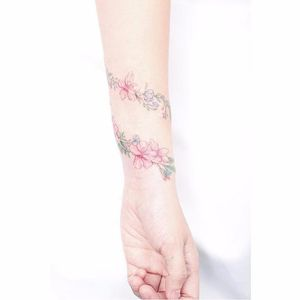 Floral bracelet tattoo by Mini Lau. #MiniLau #lavender #flower #floral #bracelet #band #lovely #subtle #fineline