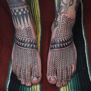 Matching feet tattoos. (via IG - victorjwebstertattoo) #VictorJWebster #linework #blacktattoo #lines #decorative