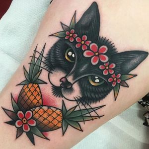 Traditional American style tattoo by Jeroen Van Dijk. #JeroenVanDijk #Amsterdam #traditionalamerican #traditional #cat #pineapple