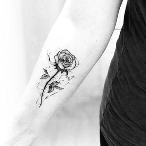 #CaioCesarArt #brasil #brazil #brazilianartist #tatuadoresdobrasil #blackwork #flor #flower #rosa #rose #pontilhismo #dotwork #folha #leaf #botanica #botanical
