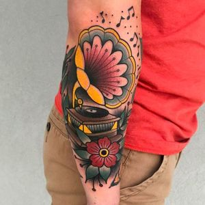 Clean, solid and vibrant phonograph tattoo by Katie McGowan. #katiemcgowan #blackcobratattoo #coloredtattoo #phonograph