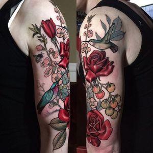 A majestic little garden scene from Hannah Flowers' body of work (IG—hannahflowers_tattoos). #flowers #HannahFlowers #hummingbirds #neotraditional #painterly