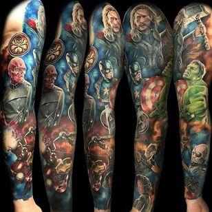 Fechamento de braço d'Os Vingadores #MartinMoore #nerd #geek #diadoorgulhonerd #diadatoalha #osvingadores #avengers #marvel #homemdeferro #ironman #hulk #capitaoamerica #nickfury #caveiravermelha #thor #viuvanegra #gaviaoarqueiro