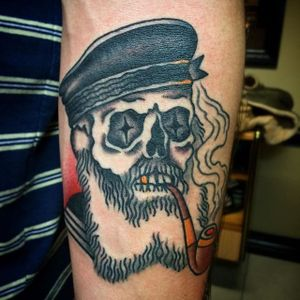 Pipe-smoking skull by Nick Rutherford. #traditional #NickRutherford #tattooflash #skull #pipe #smoking