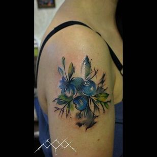 Abstract blueberry tattoo by Vanesa Surtkova. #fruit #blueberry #botanical #flora #abstract #VanesaSurtkova