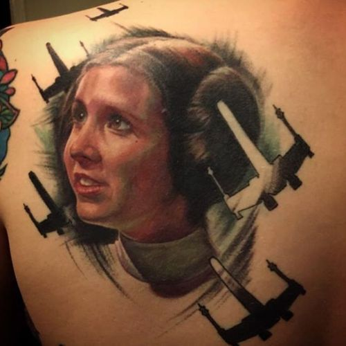 The sketchy feel and the silhouettes of the X-Wings make this piece unique. (Via IG - deanna_art) #starwars #princessleia #carriefisher #portrait #movies