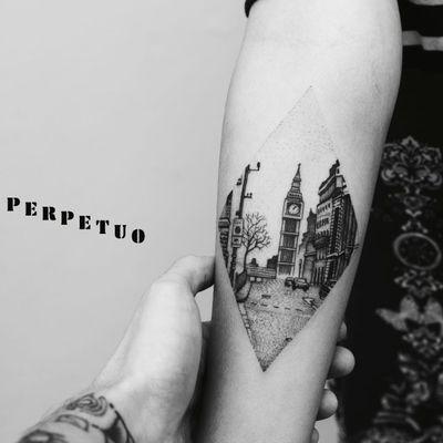 Maravilhosa tattoo! #PerpetuoTattoo #BernardoBoni #RioDeJaneiro #fineline #blackwork #designer #TatuadoresDoBrasil #paisagem #landscape #londres #london #pontilhismo #dotwork