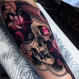 Skull Tattoo by Olie Siiz #skull #skulltattoo #neotraditional #neotraditionaltattoo #neotraditionaltattoos #neotraditionalartist #boldtattoo #newtraditional #OlieSiiz