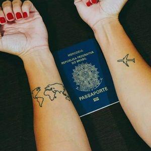 #AlineLeal #traveltattoo #viagem #viajante #traveller #world #mundo #linework