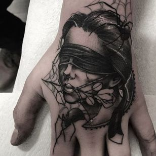 A blindfolded lady head crawling with spiders by Neil Dransfield (IG—neil_dransfield_tattoo). #black #dark #ladyhead #NeilDransfield #neotraditional #spiders