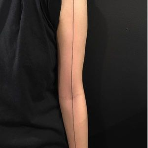 Single line tattoo by Michelle Santana, West 4 Tattoos, NYC, photo from Instagram #linetattoo #blacktattoos #singlelinetattoo #michellesantana