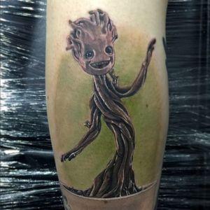 A depiction of Baby Groot by Chris Jones (IG—chrisjonestattoos). #BabyGroot #ChrisJones #GuardiansoftheGalaxy #nerdytattoos #realism