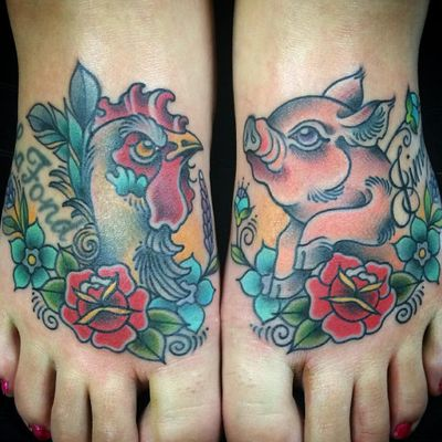 A vibrant spin on the classic pig and rooster motif by Amanda Slater (IG—amandaslatertattoo). #AmandaSlater #pig #pigandrooster #rooster #traditional