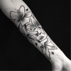 #flores #flowers #BernardoLacerda #pontilhismo #dotwork #blackwork #fineline #talentonacional #brasil #brazil #portugues #portuguese