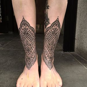 Tattoo by Aaron Anthony #geometric #geometrictattoo #geometrictattoos #linework #lineworktattoo #patternwork #patterntattoo #linetattoo #blackwork #blackink #AaronAnthony