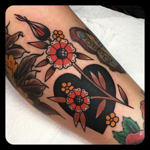 Black Heart and Autumnal Blooms by Leonie New (via IG-leonienewtattoos) #leonienew #traditional #color #girly #pretty #ChapelTattoo