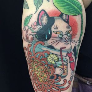 Japanese cat by Wendy Pham #WendyPham #color #japanese #cat #mouse #chrysanthemum #flower #tattoooftheday