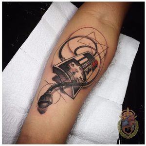 Para os gamers saudosistas #ApolonioLuz #tatuadoresbrasileiros #tatuadoresdobrasil #sketchtattoo #blackwork