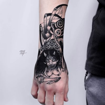 Spider demon tattoo by Ooqza #Ooqza #demontattoos #blackandgrey #darkart #horror #surreal #demon #spider #thirdeye #horns #sword #monster #lady #kimono #yokai #teeth #hell #bloodsplatter