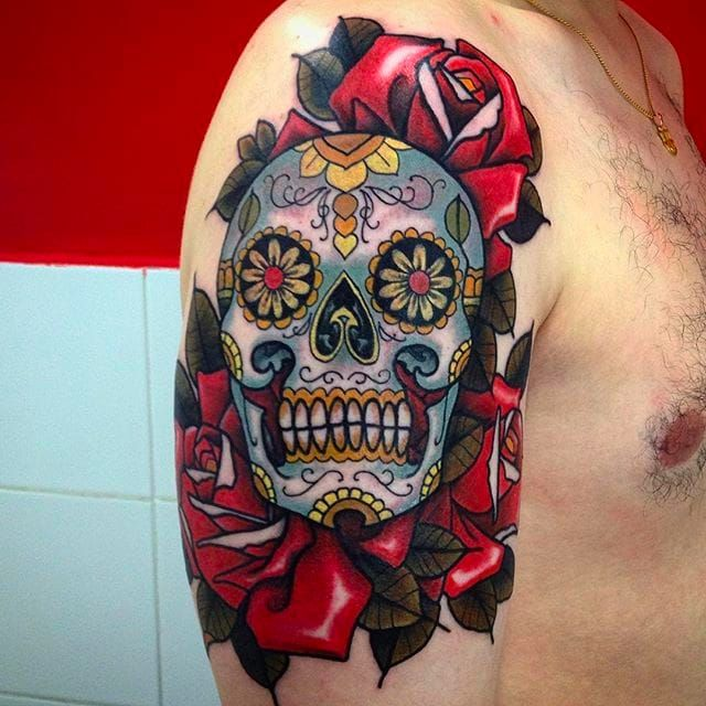 Awesome sugar skull by Rafa Serrano. #RafaSerrano #LTWtattoo #neotraditional #coloredtattoo #diadelosmuertostattoo #roses