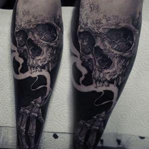 Rad skull tattoo by Robert A. Borbas #RobertABorbas #blackwork #blckwrk #macabre #skull #smoke