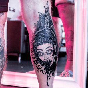 Manga Namakubi tattoo by Ooqza #Ooqza #namakubitattoo #blackwork #anime #manga #blackfill #portrait #severedhead #sword #samuraisword #blood #ladyhead #lady #death #bloodsplatter #tattoooftheday